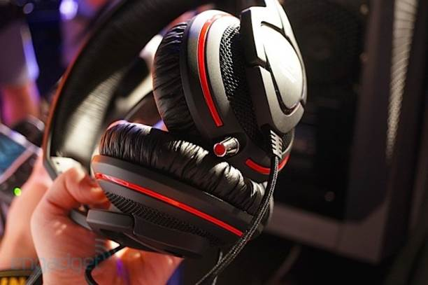 The headset is comprised of two 100mm padded earcups connected by a single headband, also padded.