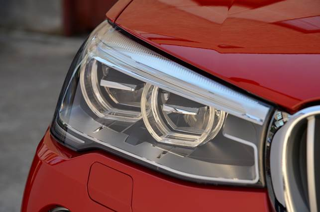 The X4's appearance is enhanced by the familiar twin round headlights and LED fog lights underneath