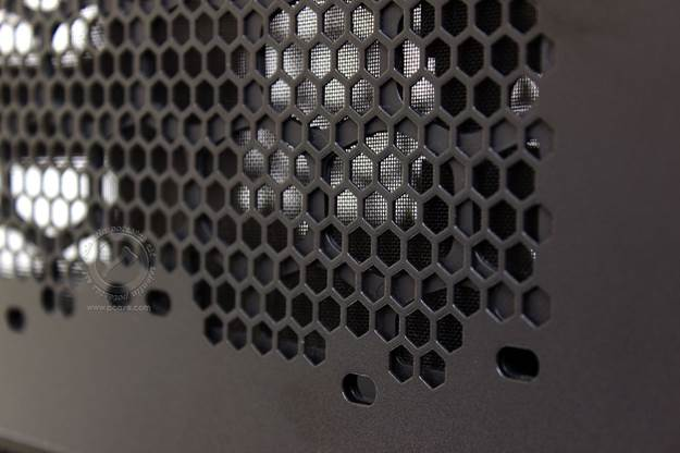 A closer look at the mesh of HAF Stacker 935