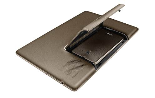 The 4.3-inch PadFone inserts directly into the 10.1-inch PadFone Station.