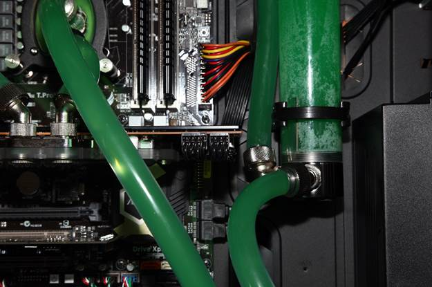 The tubing is made in a way that it allows you to easily detach and move the reservoir comfortably outside of the case