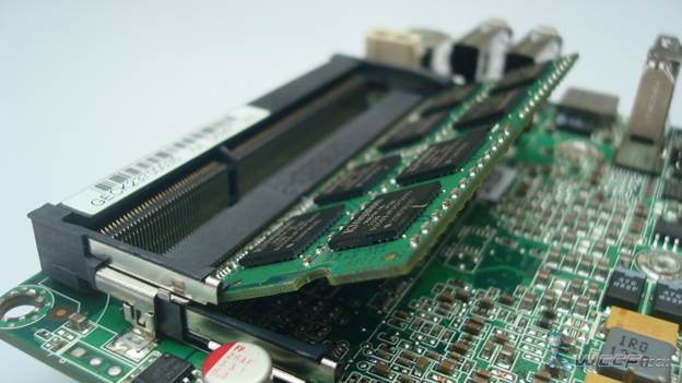 the memory section with two SO-DIMMs slot