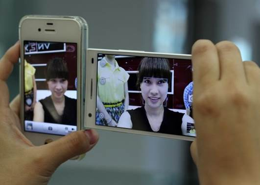 Oppo Find Way - The First Smartphone With 5-Megapixel Front