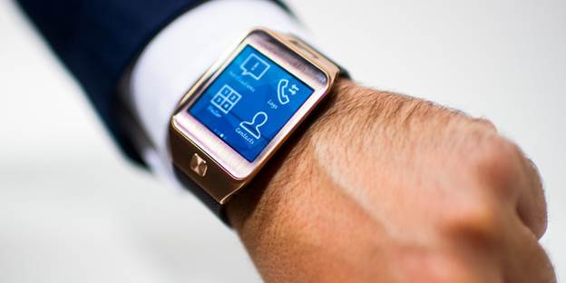PayPal's dedicated app for the smartwatch which was announced during the launch of the Samsung Gear 2 at Mobile World Congress earlier this year is now available. The app allows you to check-in at local stores to pay for purchases, redeem offers, receive payment notifications, view and manage recent transactions directly from your wrist.