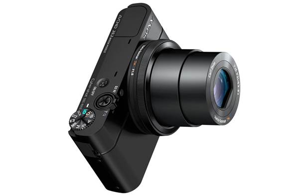 Description:  the new RX100 follows the same look and design of the older cameras. It is 3mm broader and 10g heavier. The camera is made of aluminium and feels quite sturdy in your hand.